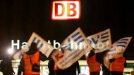 Bahn verhandelt mit Eisenbahn-Gewerkschaften