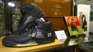 """Diese """"Air Jordan V ·Metallics"""" dürften besonders teuer sein: Sie gehörten einst Whitney Houston. Ansonsten kosten sie auf dem Zweitmarkt um 400 Dollar. Verkaufpreis 2011: 150 Dollar."""