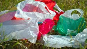 Verbrauch von Plastiktüten geht zurück