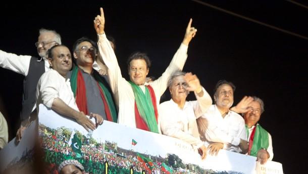 Demonstranten marschieren auf Islamabad zu