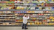 Freie Auswahl: So begehrt die Waren auch sind - die Aktien der Hersteller sind es noch nicht.