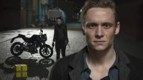 """""""You are Wanted"""" ist die erste Amazon-Serie aus Deutschland, bei der Matthias Schweighöfer Regie führt und die Hauptrolle spielt."""
