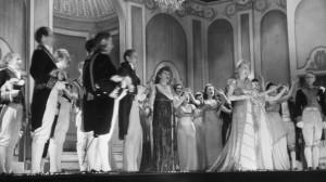 """Vor der Währungsreform 1948 waren die Theater voll: Aufführung der Operette """"Paganini"""" im Berliner Metropol-Theater."""