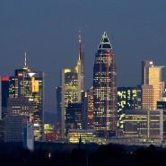 Die Bankenskyline von Frankfurt. Die großen deutschen Bank haben ein Problem mit der Kapitalquote.