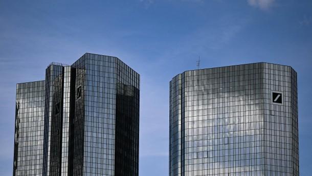 Erste Banken wollen Geld an Kunden zurückzahlen