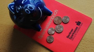 Deutsche sparen wegen Mini-Zinsen immer weniger