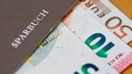 Auch Sparbüchern drohen negative Zinsen