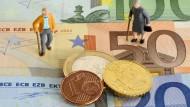 Die Assekuranz erlebt zweifelsfrei eine Krise der Lebensversicherung. Die Zinsen am Kapitalmarkt werfen keine Renditen mehr ab, die Unternehmen erlaubten, gelassen auf ihre Verpflichtungen zu blicken.