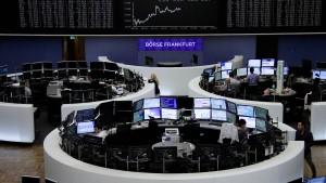 Dax-Anleger warten ab