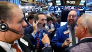In New York herrscht bei den Börsenhändlern gute Stimmung - der deutsche Dax kann derzeit dem Dow Jones nicht folgen.