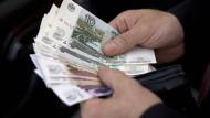 Der Rubel ist so günstig wie nie zuvor.