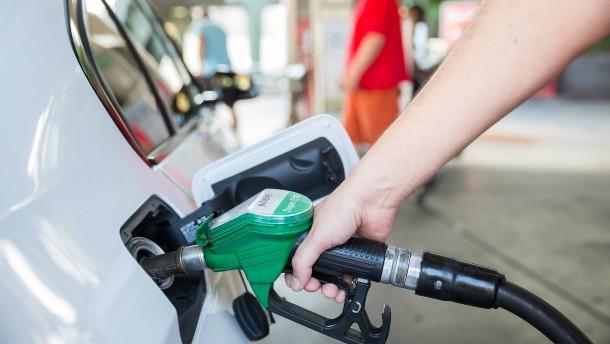 Benzinpreis steigt die vierzehnte Woche in Folge