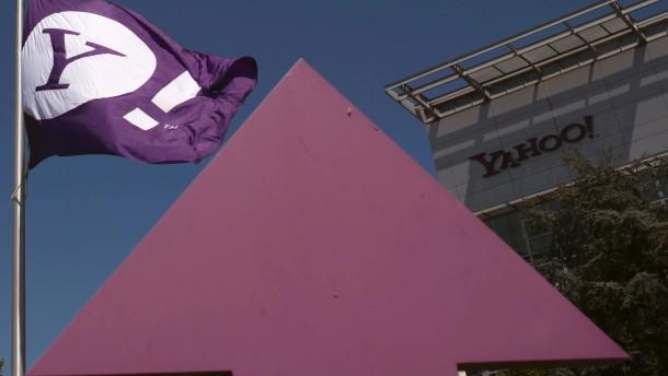 Yahoo stolpert
