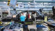 Produktion der Mercedes S-Klasse: Daimler wird wohl die Strafzölle der Amerikaner auf alle Modelle zu spüren bekommen.