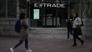 Vor einem Büro des Brokers E-Trade