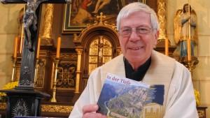 Singender Katholiken-Pfarrer bringt elfte CD heraus