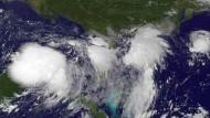 Wegen dieses Tropensturms mussten einige Ölkonzerne ihre Förderung im Golf von Mexiko drosseln.