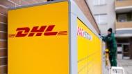 Aufbau einer neuen Packstation von Deutsche Post DHL