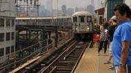Modern geht anders: Die Metro der Weltstadt hat mit der eigenen Beliebtheit zu kämpfen.