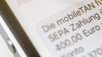 Können Banken extra Gebühren kassieren, wenn sie ihren Kunden TAN-Nummern fürs Online-Banking aufs Handy schicken? Darüber urteilt heute der Bundesgerichtshof.
