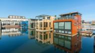 Bewegen sich mit den Gezeiten: Schwimmende Häuser im niederländischen Ijburg.