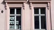 Kostenträchtig: Wenn Wohnungen in Ballungszentren wie Rhein-Main frei werden, steigen in der Regel die Mieten