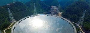 Das mit 500 Metern Durchmesser größte Radioteleskop der Erde steht in China.