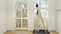 Die eigene Immobilie ist immer noch günstiger - auch wenn man den Maler selbst bezahlen muss.