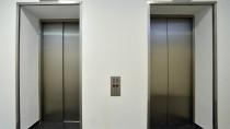 Mit einem Aufzug lebt es sich für ältere Menschen einfacher.