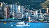 """Im Hafen von Monace in Monte Carlo wird ein kleiner Protest während eines wichtigen Treffens laut: """"Unfriend Coal"""" möchte Rückversicherer davon abhalten, die Risiken von Kraftwerksprojekten zu versichern."""