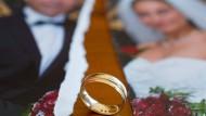 Nach der Scheidung muss die Frau ihre Alterssicherung selbst in die Hand nehmen.