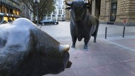 Bulle und Bär vor der Frankfurter Börse.