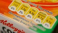 Nährwertangaben auf der Packung: Was offline im Laden selbstverständlich ist, soll den Konsumenten auch online zugänglich sein, fordert Foodwatch.