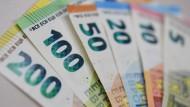 Trotz niedriger Zinsen sind viele Deutsche bei Krediten eher vorsichtig.