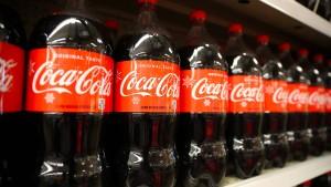 Her mit Coca-Cola