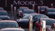Teslas Model 3 gibt es leider noch nicht so oft wie erhofft.