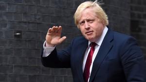 Neue britische Regierung beginnt Arbeit