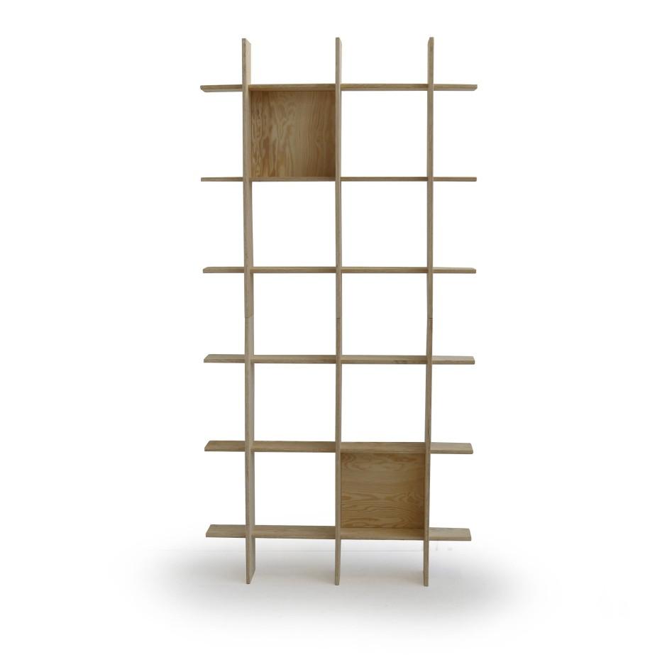 Auch ein Regal aus Kiefer hat Ikea im Angebot.