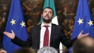 Dankt Italiens Innenminister Matteo Salvini dem Himmel? Oder den Rating-Agenturen?