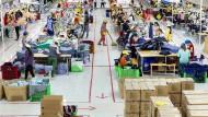 Komplexe Vernetzung: Asiatische Textilfabriken wie diese in Vietnam produzieren für den Weltmarkt. In Zukunft müssen Unternehmen jedoch darauf achten, dass die gesamte Lieferkette nachhaltig wird.