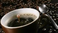Ist einfach lecker: Eine schöne Tasse schwarzer Kaffee