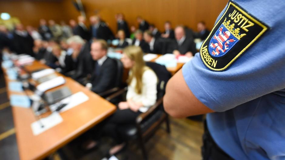 """Im Saal des Frankfurter Landgerichts wurde heute das letzte Urteil im Fall """"S&K"""" gesprochen."""