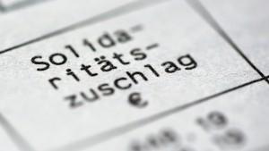 Soli-Abbau spart bis zu 900 Euro je Steuerzahler
