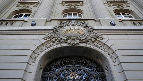 Schweiz entlastet Banken vom Negativzins