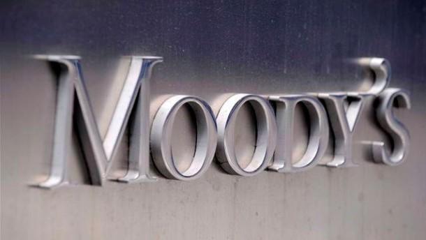 Moody's will mehr als 100 Banken herabstufen