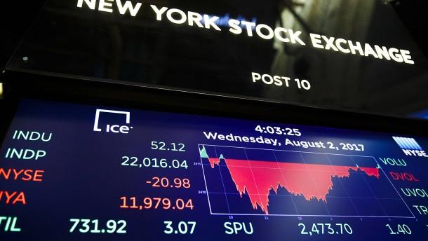 Schwacher Dollar treibt Aktienkurse an Wall Street