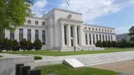 Notenbanken suchen das Bremspedal