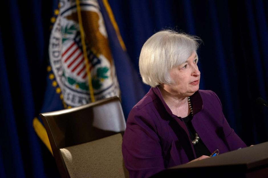 Leitzinsen der Europäischen Zentralbank (EZB) und der amerikanischen Federal Reserve (FED). Historische Entwicklung der Leitzinsen. Ausblick auf kommende Zinsentscheidungen.