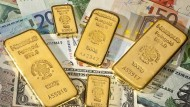 Dank der Aufwertung des amerikanischen Dollar ist der Verlust von Gold, in Euro gerechnet, nicht ganz so groß.