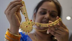 Inder kaufen wie verrückt Gold